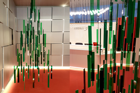Arbol Navidad metacrilato decoracion sala VIP Iberia