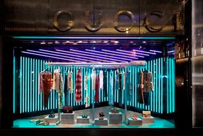 Windows displays con iluminacion led en las nuevas decoraciones de Gucci
