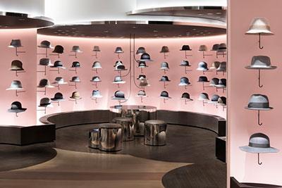 Hat Cloud una decoracion de tienda basada en la colocacion de producto