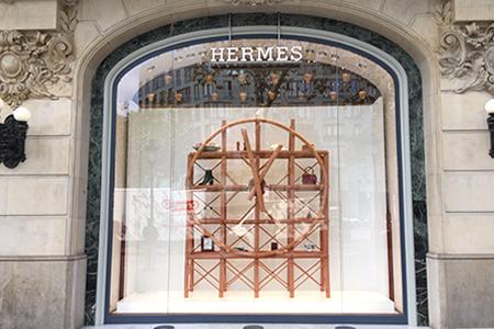 """INSTORE realiza la instalación de la obra """"Hermès Clock"""""""
