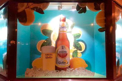 BIGPRINTS realiza la decoración del escaparate de Amstel para JC Decaux