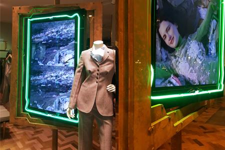 Instalación de escaparates en las boutiques de Stella McCartney