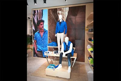 Decoracion con vinilo impreso de boutique North Sails en Madrid