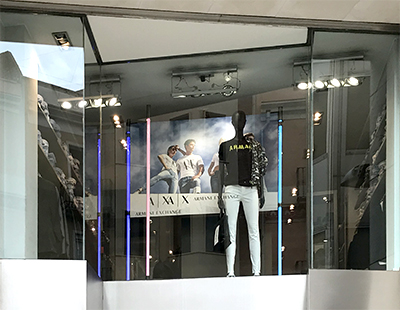 Instalacion de carteleria Armani AX en puntos de venta multimarca