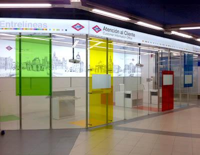 Decoracion de las nuevas oficinas de atencion al cliente for Oficina atencion al contribuyente madrid