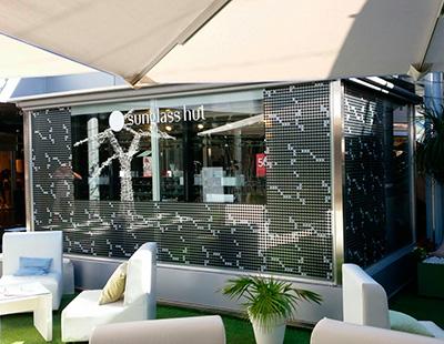 Diseño gráfico en la decoración de la óptica Sunglass hut