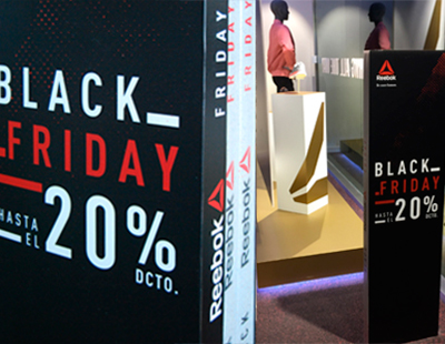 Decoracion temporal de punto de venta Reebok para Black Friday