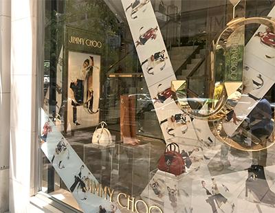 Instalacion de escaparate en la boutique de Jimmy Choo en Madrid