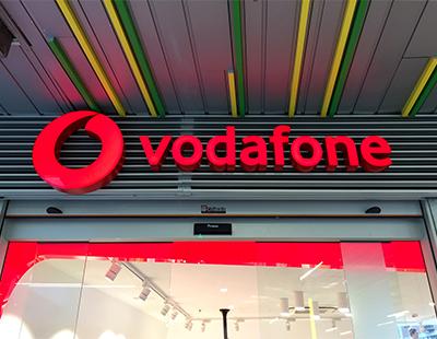 Decoracion integral de tiendas Vodafone en Centros Comerciales