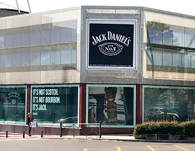 Comunicacion visual de Jack Daniels en Avda. de América