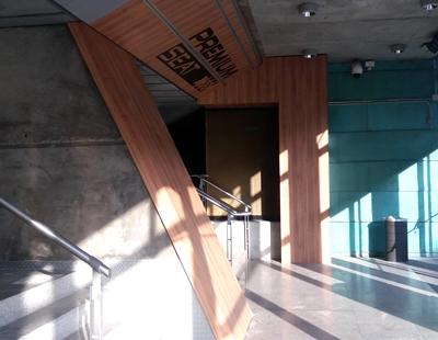 Decoracion en madera y metal del espacio Premium Seat en WiZink Center Madrid