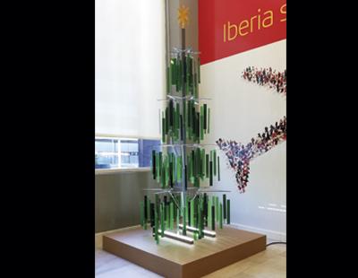 Arbol de Navidad en metacrilato para salas VIP y oficinas de Iberia