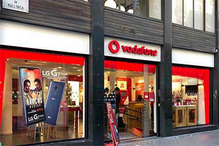 Aplicacion de vinilo publicitario en tiendas Vodafone