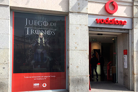 Implantacion en puntos de venta Vodafone de la campaña nacional de HBO Juego de Tronos